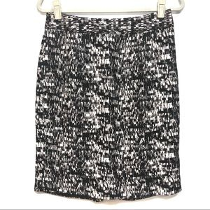 BANANA REPUBLIC BLACK WHITE PATTERN PENCIL SKIRT